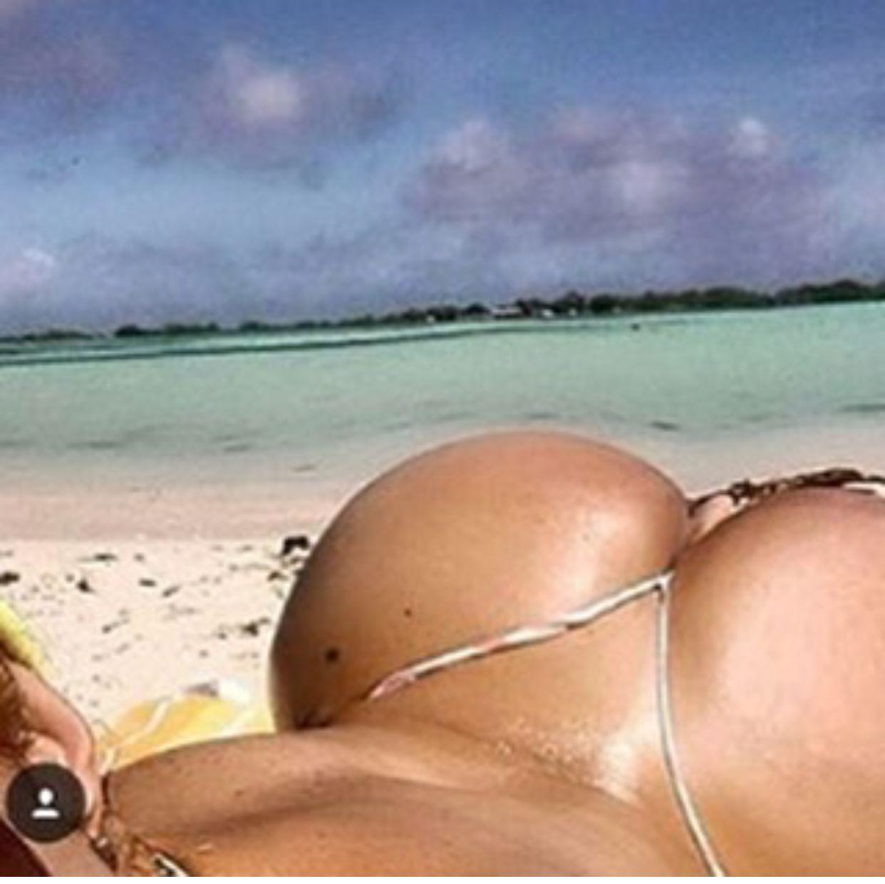 Силиконовые груди на пляже 11 фотография